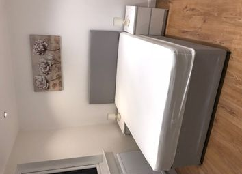 Thumbnail Studio to rent in Great North Way, London