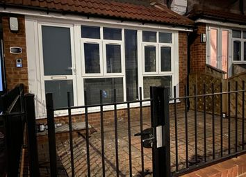 2 bed flat to rent in Hornchurch, Romford, London RM11