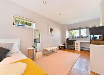 Thumbnail Studio to rent in Alexandra Grove, North Finchley, London