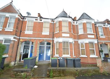 Thumbnail 2 bed flat to rent in Lyndhurst Road, London