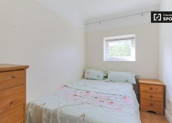 Thumbnail Room to rent in Stroud Crescent, London