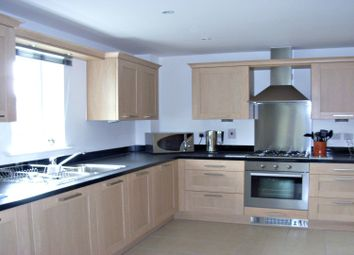 Thumbnail 2 bedroom flat to rent in Shoppenhangers Road, Maidenhead