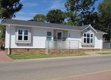 Thumbnail 2 bedroom mobile/park home for sale in Pilgrims Retreat (Ref 5398), Harrietsham, Maidstone, Kent