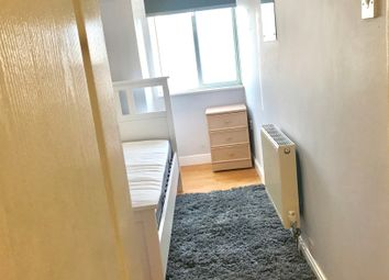 Thumbnail Room to rent in Milwards, Harlow