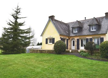 Thumbnail 4 bed detached house for sale in 29270 Carhaix-Plouguer, Côtes-D'armor, Brittany, France