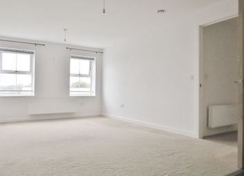 2 bed flat to rent in Horley, Surrey RH6