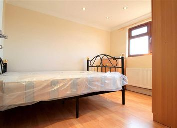Room to rent in Chigwell Road, Woodford Green IG8
