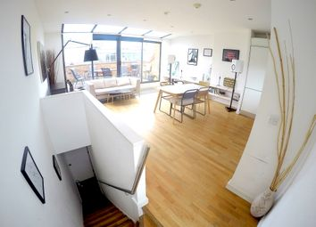 2 bed maisonette to rent in Upper Street, London N1