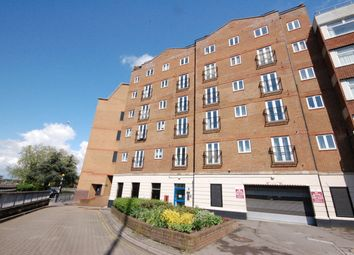 2 bed flat to rent in Cheapside, Reading RG1