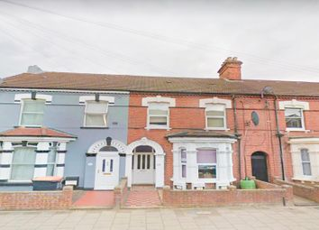 Thumbnail 1 bed flat to rent in Grafton Road, Bedford