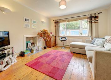 2 bed maisonette to rent in Hoppers Road, Winchmore Hill N21