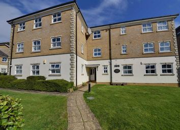 2 bed flat for sale in Great North Way, Hendon, London NW4