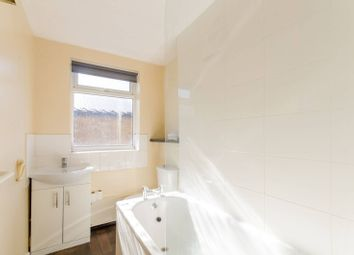 2 bed flat to rent in Oakleigh Road South, Friern Barnet, London N11