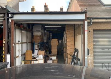 Thumbnail Parking/garage to let in Oakland Park Avenue, Ilford