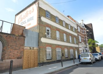 Thumbnail 3 bed flat to rent in Surrey Square, London