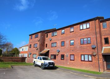 2 bed flat to rent in Brougham Walk, Worthing BN11