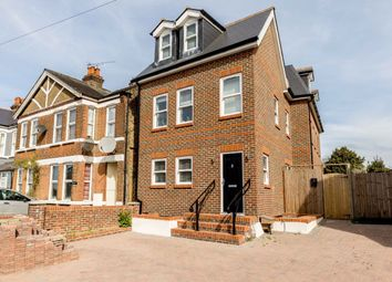 3 bed flat to rent in Upper Sunbury Road, Hampton TW12