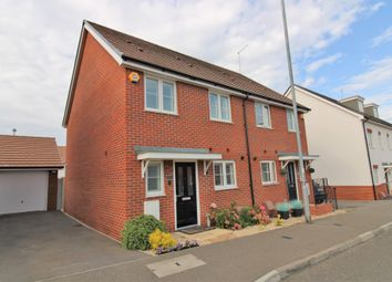 London Road, Dunstable LU6. 3 bed semi-detached house
