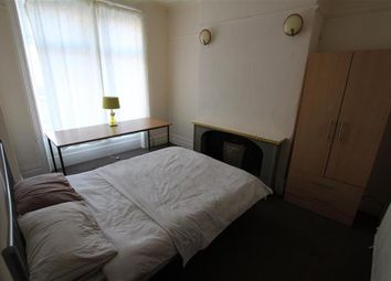 Thumbnail Room to rent in Grantham Place, Bradford