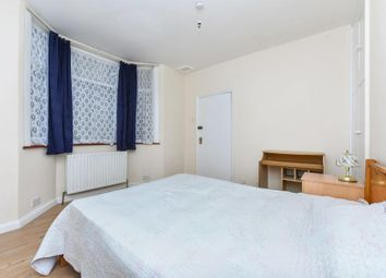 Thumbnail Studio to rent in Chichele Road, London