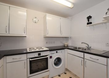 2 bed flat to rent in Stafford Road, Caterham CR3
