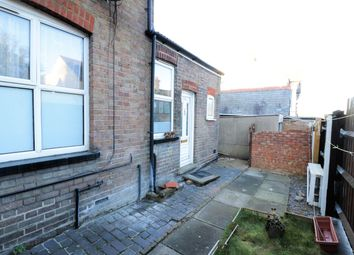 Thumbnail 1 bed flat to rent in Lyndhurst, Luton