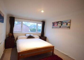 Thumbnail Room to rent in Linden Road, Woodley, Reading
