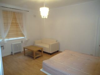 Thumbnail Studio to rent in Gilling Court, Belsize Grove, London