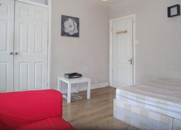 Thumbnail 2 bed flat to rent in Very Near Goldhawk Road Area, Shepherds Bush