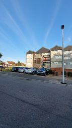 Navestock Crescent, Woodford Green IG8. 1 bed maisonette