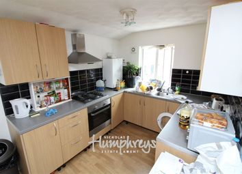Thumbnail 3 bed flat to rent in Liverpool Road, Reading