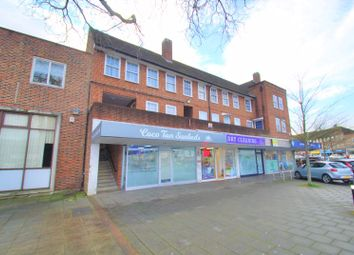 Arcade Parade, Elm Road, Chessington KT9. 2 bed flat for sale