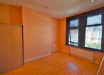 3 bed end terrace house to rent in Shakespeare Crescent, London E12