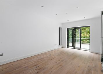 North End Road, London NW11. 3 bed duplex