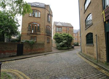 Thumbnail 3 bed shared accommodation to rent in Wapping High Street, London