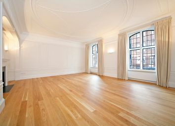 Thumbnail 3 bed flat to rent in Wellesley House, Sloane Square, London