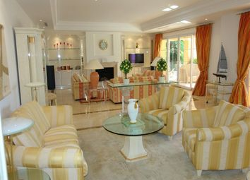 Thumbnail 4 bed villa for sale in Sierra Blanca, Central, Marbella