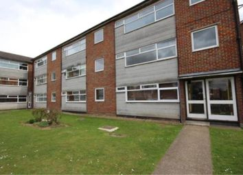 2 bed flat to rent in New Court, Addlestone KT15