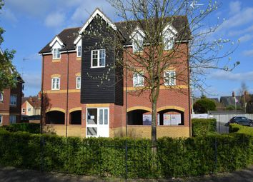 Thumbnail 2 bedroom flat to rent in Harbury Court, Queens Road, Newbury