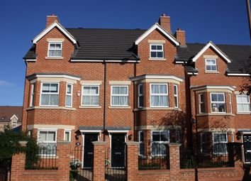 Thumbnail 3 bed town house to rent in Goldington Road, Bedford