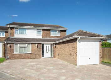 Thumbnail 4 bed detached house for sale in Ivy Close, Dunstable