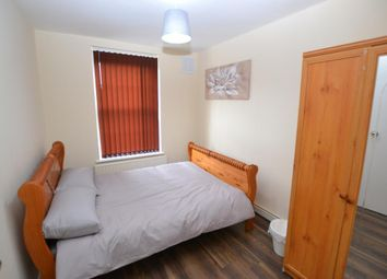 Thumbnail Room to rent in Hollybush Gardens, Bethnal Green, London