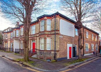 York Avenue, Hove BN3. 2 bed flat for sale