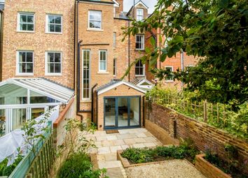 Thumbnail 4 bed town house to rent in Walton Crescent, Oxford