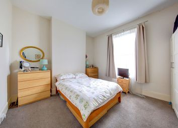 Thumbnail 1 bed flat to rent in Chestnut Grove, Balham