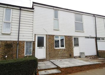 Thumbnail 2 bedroom flat to rent in Cairngorm Close, Basingstoke