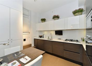 Thumbnail 2 bedroom flat to rent in Park Street, Mayfair, London