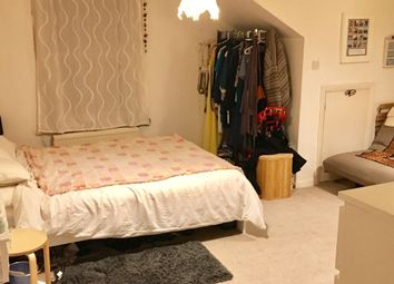 Thumbnail Studio to rent in Ramsden Road, London