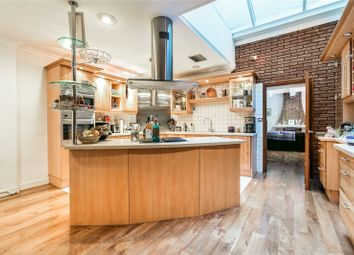 Thumbnail 3 bed mews house to rent in Albion Close, London