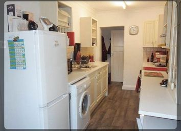 Thumbnail 2 bed flat to rent in Chanterlands Avenue, Hull